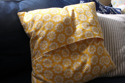 do it yourself divas: DIY: Throw Pillows made from Dwell Dish Towels