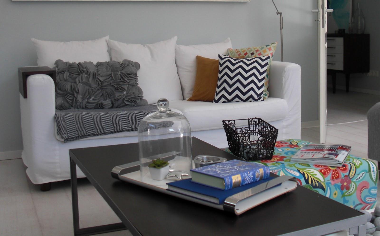 heim elich neue bunte kissen im wohnzimmer. Black Bedroom Furniture Sets. Home Design Ideas