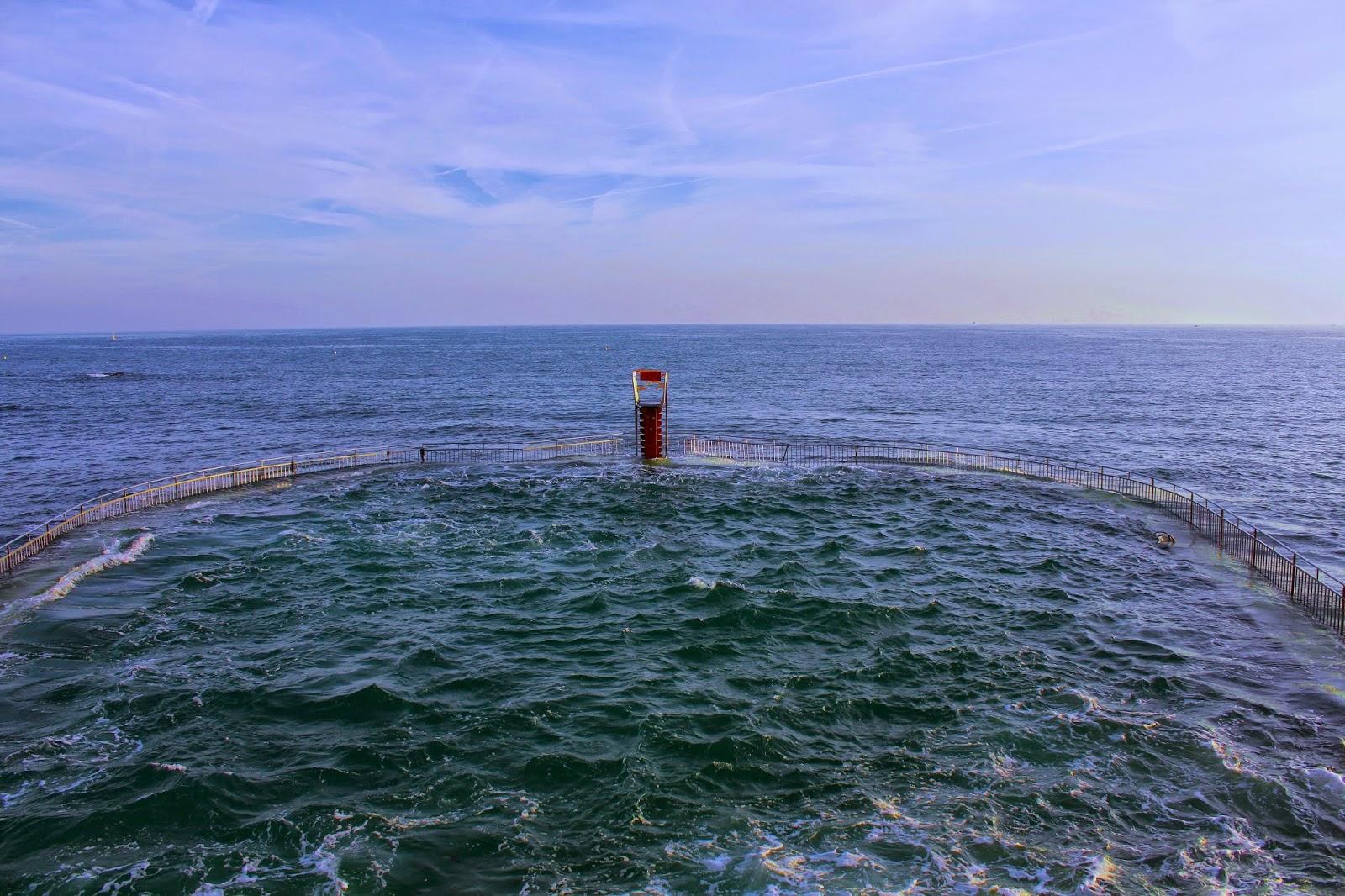La piscine d'eau de mer de Saint Quay Portrieux à marée haute