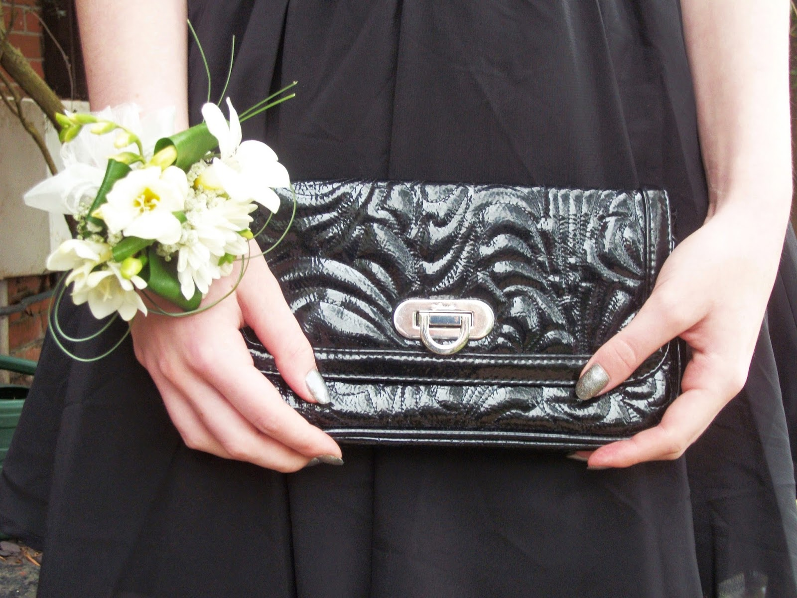 lunarlook_fcuk_clutch_flower_corsage