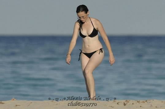 With her slim body and Dyed hairtype without bra (cup size 34B) on the beach in bikini