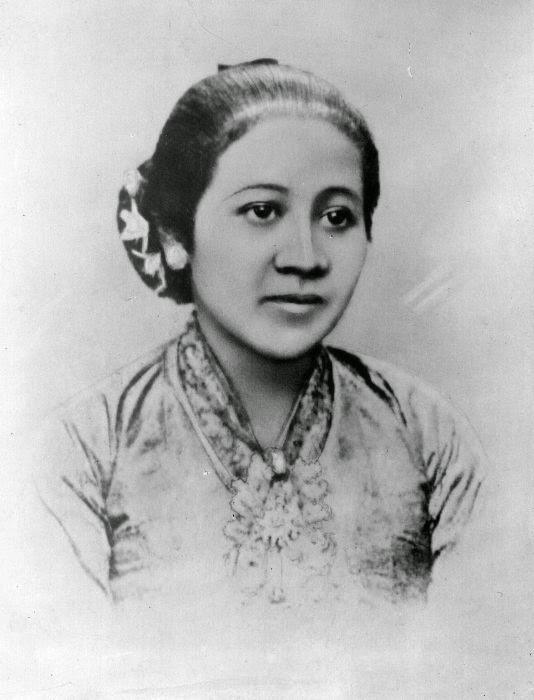 """Puisi Untuk Ibu """"KASIH IBU"""" By Dwi Shinta"""