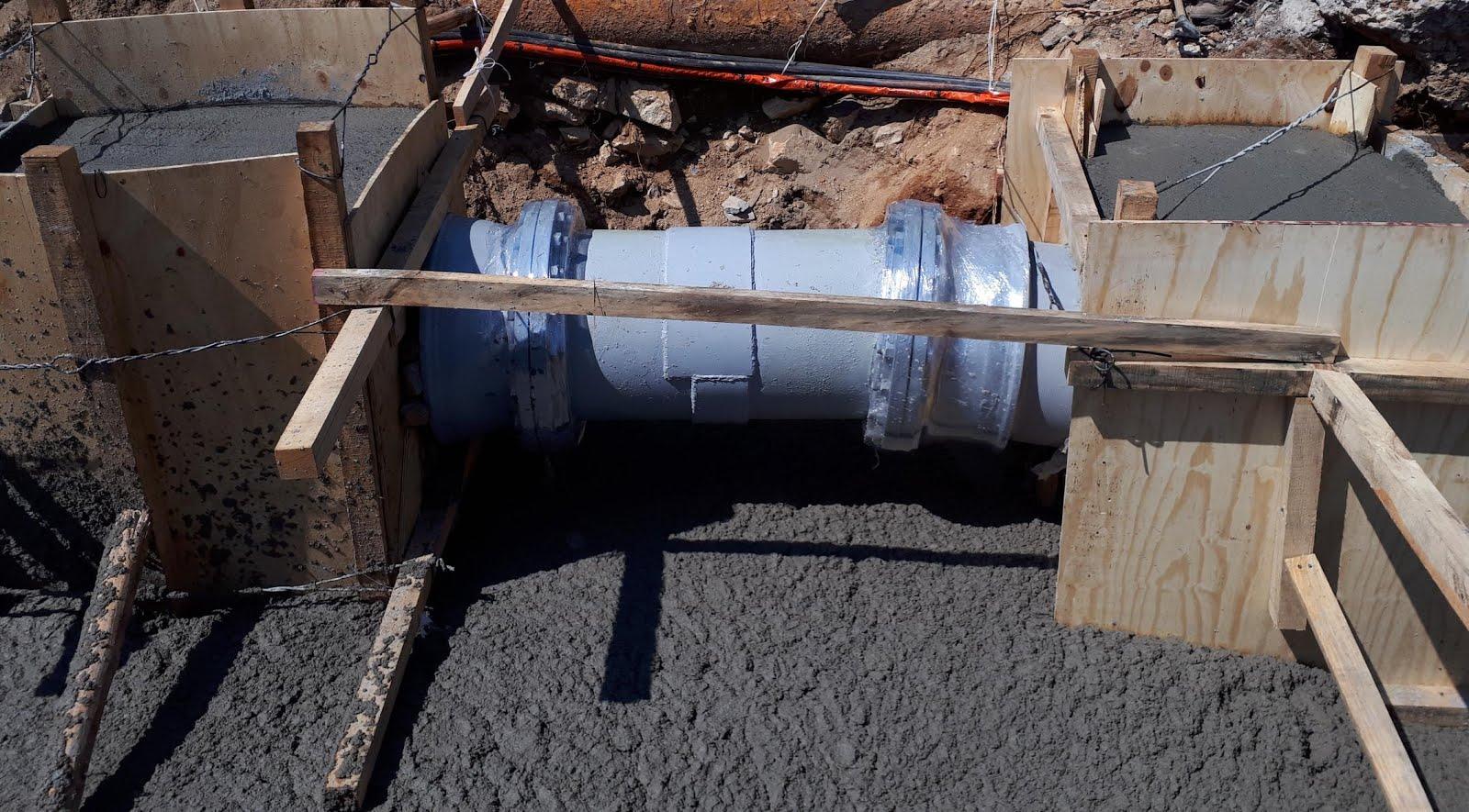 Trabajos de reparación de fuga de agua en la Escénica presentan ...