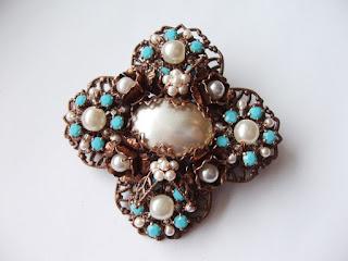 vintage stiilis pross Swarovski kristallid pärlitega