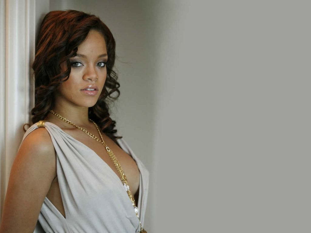 http://2.bp.blogspot.com/-TUk1oKV9Urk/UH17Lo5-5DI/AAAAAAAAAC0/p4WmVA5v_mU/s1600/Rihanna+Model_1024.jpg