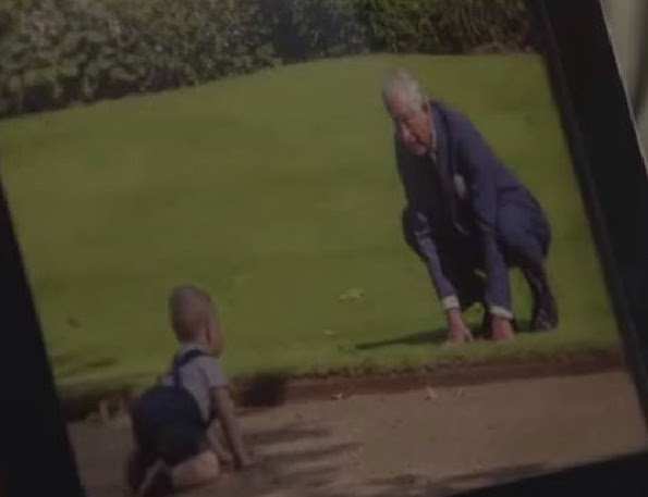 New a photo of the Prince George with his grandfather
