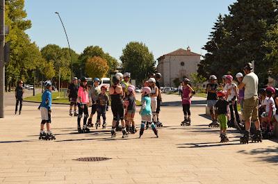burgos, patinadores junto a museo evolución
