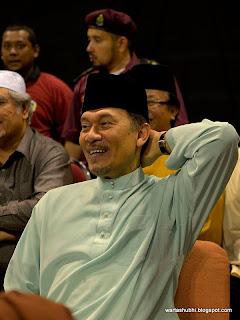Live Chat Bersama Anwar Ibrahim Sekarang !
