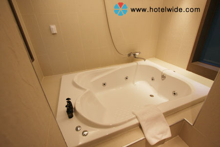 Yahoo for 1600 bath suite