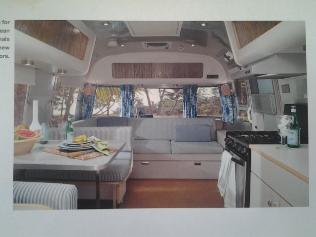 v hicule r cr atif motoris caravaning vendre airstream. Black Bedroom Furniture Sets. Home Design Ideas