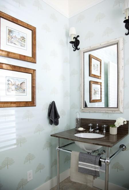Дизайн маленькой ванной комнаты с оригинальной раковиной