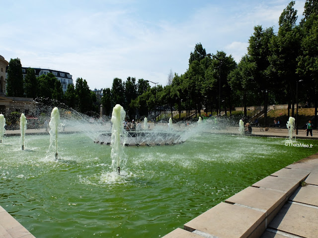 Bar exterieur 25 degrés est Paris Stalingrad canal Ourcq vue Seine bord de l'eau vue fontaine