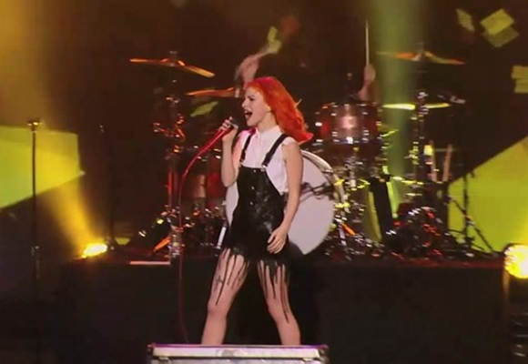 paramore no program cantando ao vivo