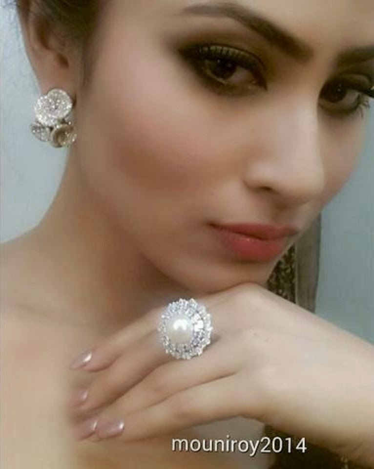 Mouni Roy Hot HD Wallpapers 2014