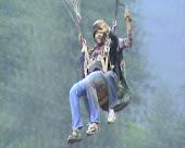 कुल्लू-मनाली मध्ये १७०० फुटांवरून उडी  !