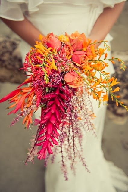 höstbukett, ovanlig höstbukett, höstbukett sprakande färger, fulsnygg bukett, florist vara modig, florist experimentera, autumn bouquet bright colours bold, bold autumn bouquet, bold bright colours bouquet, be brave, floriar be brave, florist experiment