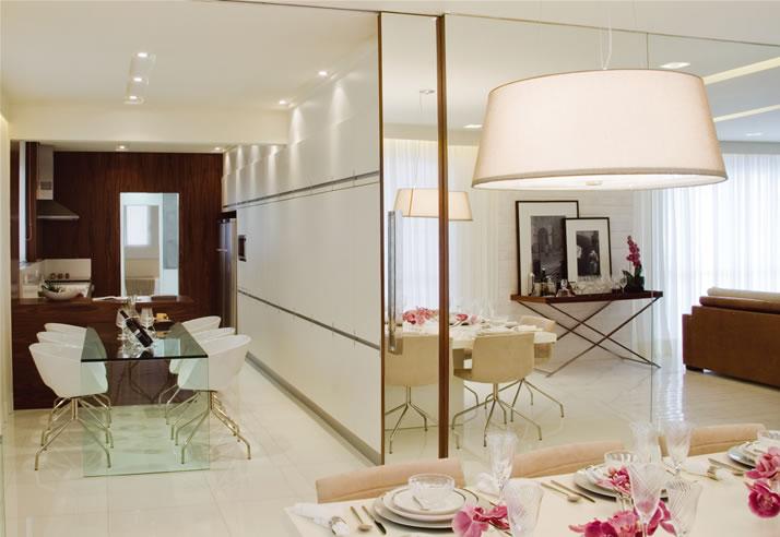 Espelho Grande Para Sala De Estar ~ Arranjos feitos com pequenos miniespelhinhos dão movimento