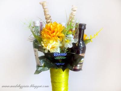 bukiet alkoholowy, bukiet z alkoholem, prezerwatywy, rożek sizalowy, prezent na 18 urodziny