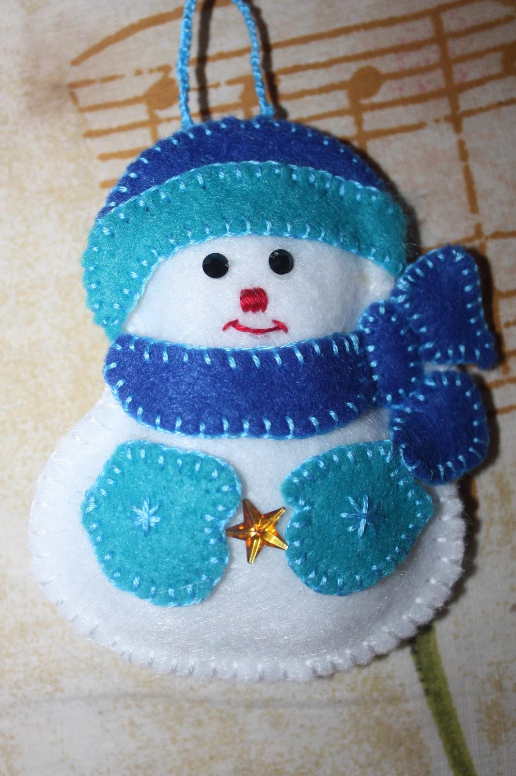 Елочное украшение из фетра Снеговик. Мастер класс