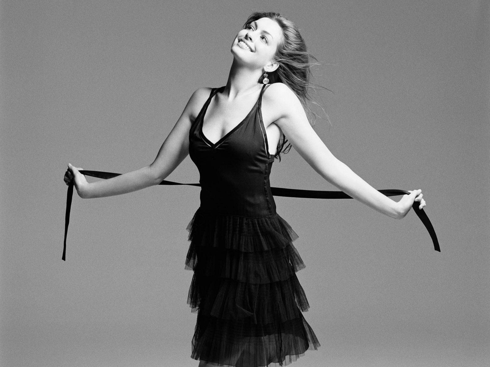 http://2.bp.blogspot.com/-TXQw64p2sWQ/UFcFuhFPEDI/AAAAAAAAAGw/h_xTbcCHocc/s1600/Anne+Hathaway+new+hot+pic+2012+03.jpg