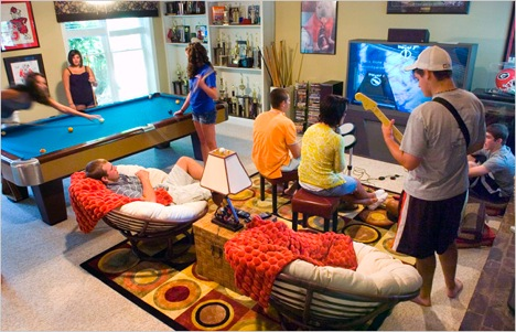 Amazing recreation rooms for social events and relaxations for Rec room decorating ideas