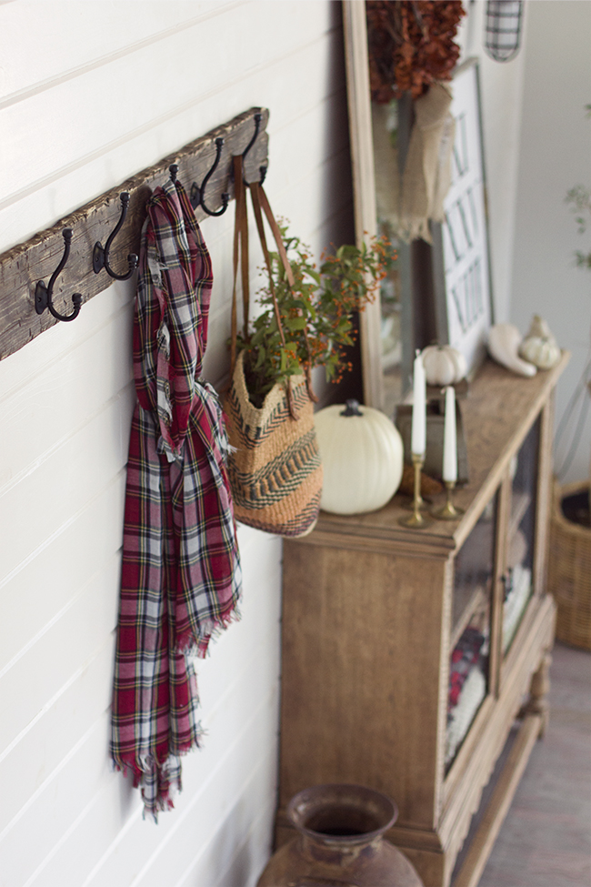 Rustic DIY Coat Rack (Jenna Sue Designs) | Friday Favorites at www.andersonandgrant.com