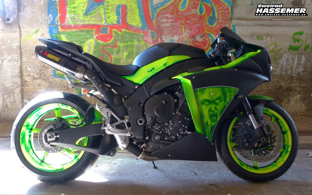 YAMAHA R1 GREEN&BLACK CUSTOM