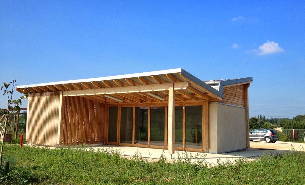 abri en paille jardins partag s archibulle. Black Bedroom Furniture Sets. Home Design Ideas