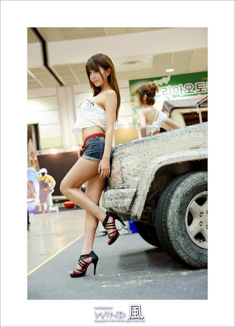 4 Heo Yoon Mi at Korea Autocamping Show 2012-very cute asian girl-girlcute4u.blogspot.com