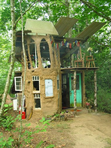 Greg crawford 39 s super cool mud cob house in the woods - The cob house the beauty of simplicity ...