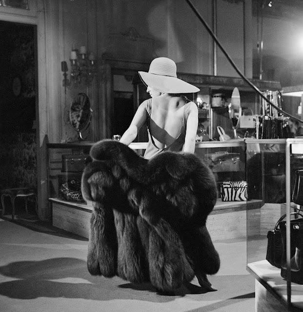 Barbra+Streisand+trying+on+furs+1965