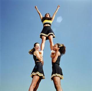 10 Cheerleading stunts %Category Photo