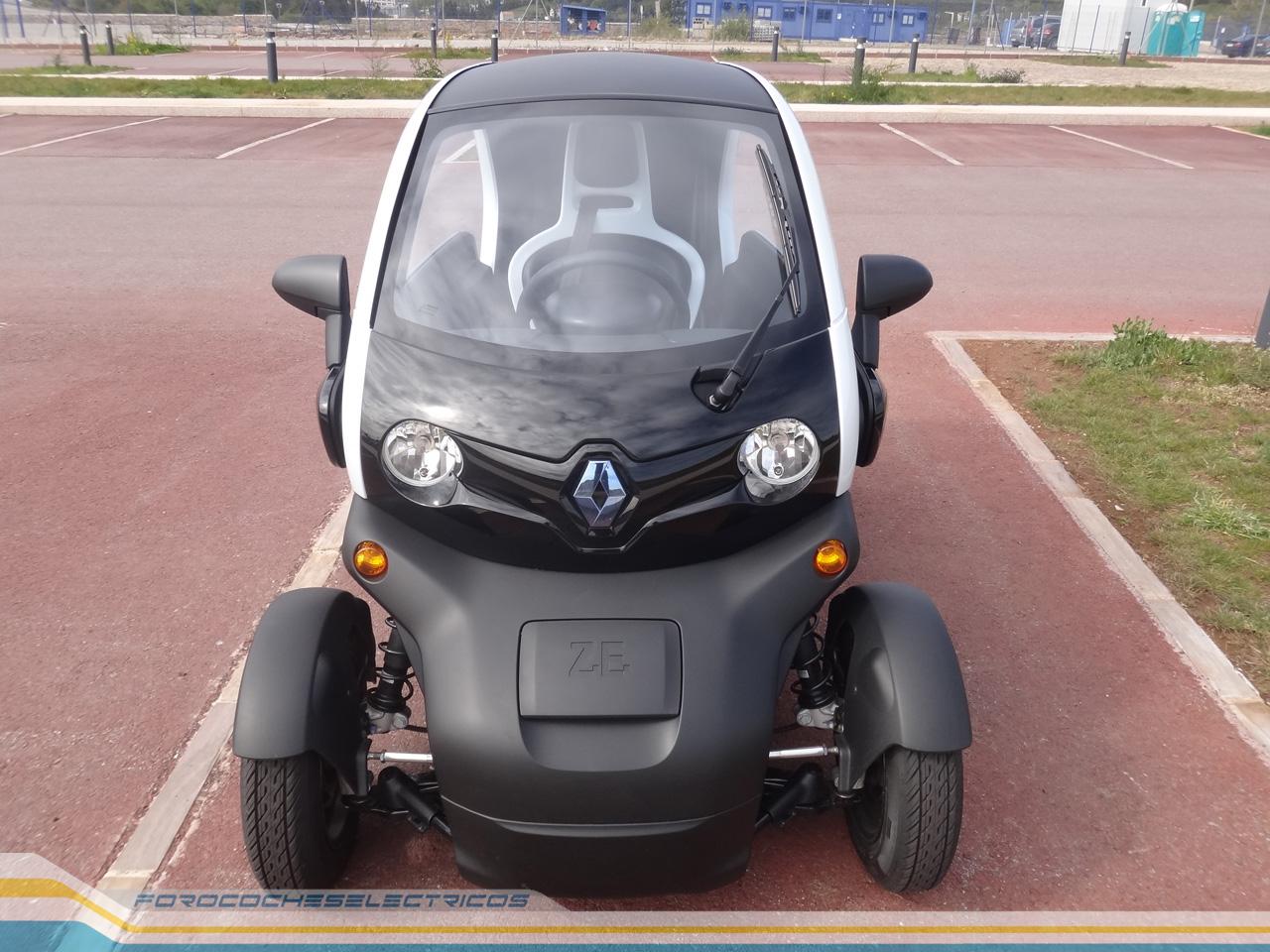 Pasamos al aspecto que seguramente más os interese, la autonomía, un aspecto que según Renault, los 7 kWh de la batería del Twizy le proporciona unos 100 ...
