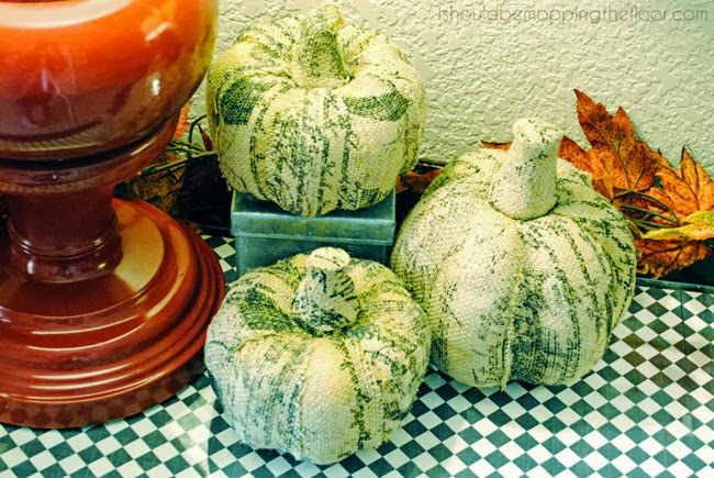 Simple and affordable ideas to decorate for fall.