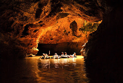 Berenang dan Menyusuri Indahnya Goa Pindul di Gunungkidul