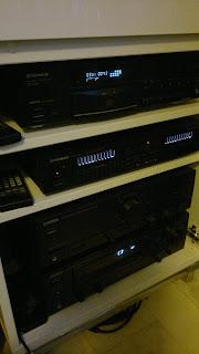 Pioneer CD-spelare, Pioneer Equalizer, och två stycken Kenwood förstärkare.