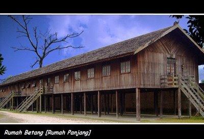 Rumah Betang (sebutan untuk rumah adat di provinsi Kalimantan Barat ...