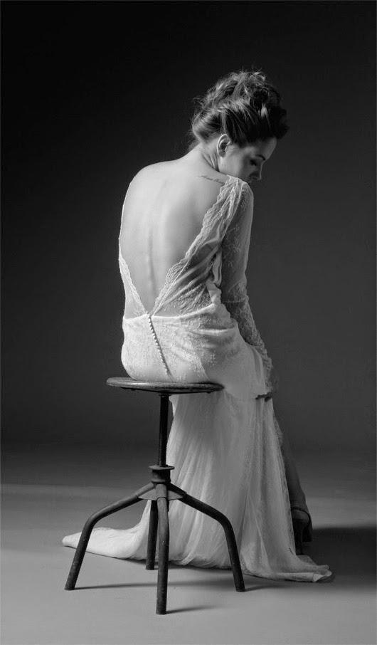 robe de mariée en dentelle dos nu et décolleté