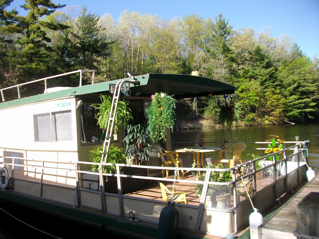 Click on Houseboat