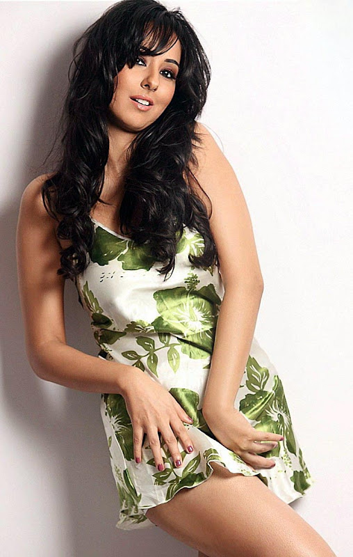 Actress Sakshi Gulati hot images