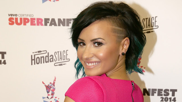 """Demi Lovato habla sobre la sexualidad en televisión: """"No veo nada de malo en probar todo""""."""