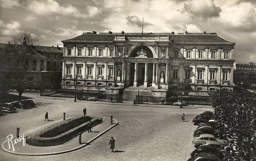 Nantes la ville d 39 apr s guerre nantes le palais de justice for Construction piscine nantes
