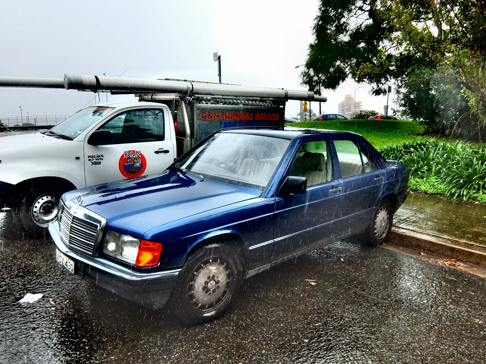 Aussie old parked cars 1986 mercedes benz w201 190 e for Mercedes benz 1986
