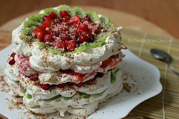 Зефирный торт-десерт с фруктами и ягодами