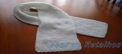 Cachecol branco de tricô manual