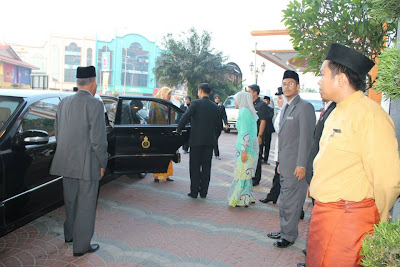 Raja Perempuan Tengku Anis dan YTM Pengiran Isteri Anak Hajah Zariah