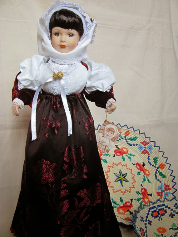http://www.etsy.com/it/listing/127480309/bambola-in-costume-sardo-adelasia-sposa?ref=shop_home_active