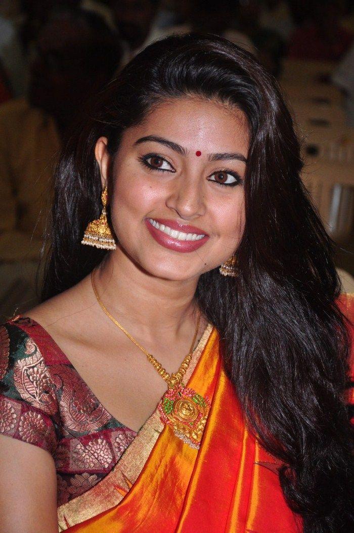 http://2.bp.blogspot.com/-TaQ3_Olg5s0/ThA4Id1za4I/AAAAAAAAbws/BjESJZwWasM/s1600/tamil+actress+sneha+saree+stills+6.jpg