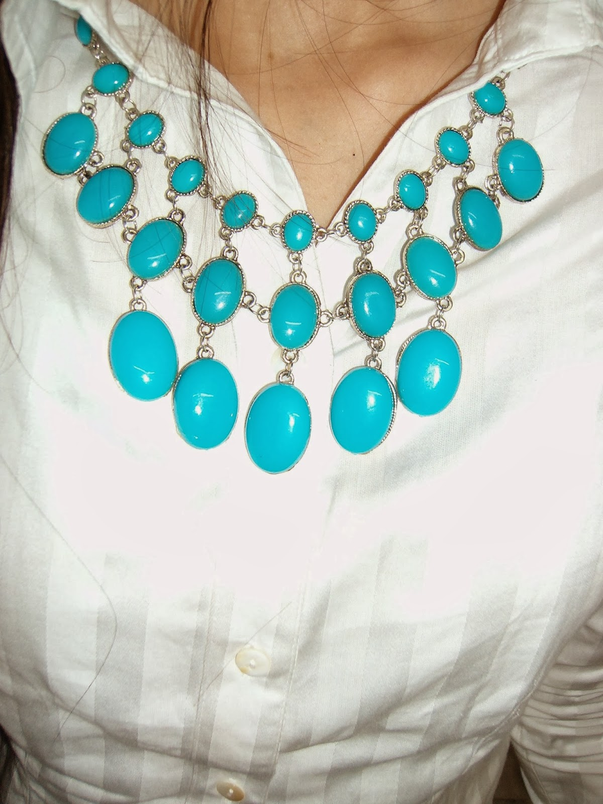mint necklace, statement necklace, white shirt, mint jewelry, how to wear statement accessories
