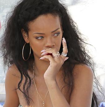 Rihanna Saç Örgüsü Taç ve Uzun Kabarık Doğal Saç